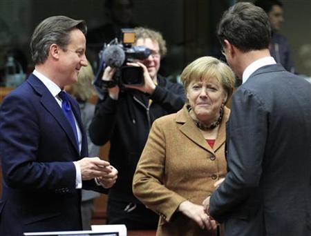 Britain's Prime Minister David Cameron (L) talks with Germany's Chancellor Angela Merkel (C) and Netherlands' Prime Minister Mark Rutte (R) during a summit of European Union leaders discussing the European Union's long-term budget in Brussels November 22, 2012. REUTERS/Yves Herman