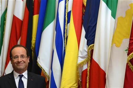 France's President Francois Hollande leaves the European Union leaders summit discussing the European Union's long-term budget in Brussels November 23, 2012. REUTERS/Eric Vidal
