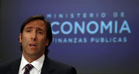 Argentine Economy Minister Hernan Lorenzino speaks during a news conference in Buenos Aires November 22, 2012. Argentina is willing to take its debt fight with ''holdout'' bond investors to the U.S. Supreme Court if necessary, Lorenzino said as financial markets fretted about a possible default ahead. REUTERS/Marcos Brindicci