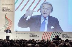 """Il presidente della Ferrari Luca Cordero di Montezemolo parla alla convention del movimento centrista da lui fondato """"Verso la terza repubblica"""". REUTERS/Remo Casilli"""
