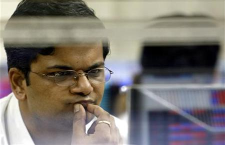 A stockbroker looks at stock index numbers on his computer screen at a brokerage firm in Mumbai August 1, 2007. REUTERS/Punit Paranjpe/Files