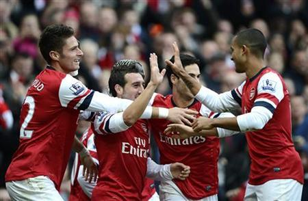 Arsenal's Santi Cazorla (C) celebrates with team mates after scoring against Tottenham Hotspur during their English Premier League soccer match at the Emirates stadium in London November 17, 2012. REUTERS/Dylan Martinez