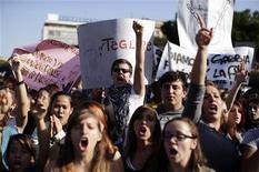 Studenti alla manifestazione di Roma dello scorso 14 novembre. REUTERS/Tony Gentile
