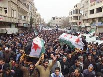 Siria, i funerali di tre attivisti dell'opposizione ieri a Yabroud, vicino a Damasco. REUTERS/Shaam News Network/Handout