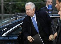 Italy's Prime Minister Mario Monti arrives at the EU council headquarters for an European Union leaders summit discussing the European Union's long-term budget in Brussels November 22, 2012. REUTERS/Sebastien Pirlet