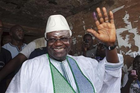 Sierra Leone's President Ernest Bai Koroma waves to supporters after voting in the capital Freetown November 17, 2012. REUTERS/Joe Penney