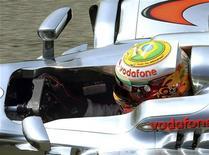 O piloto britânico de Fórmula Um Lewis Hamilton acelera durante o primeiro treino no circuito de Interlagos, em São Paulo. 23/11/2012 REUTERS/Paulo Whitaker