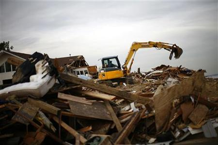 A worker removes the debris of a home destroyed by Hurricane Sandy in Union Beach, New Jersey November 20, 2012. REUTERS/Eric Thayer