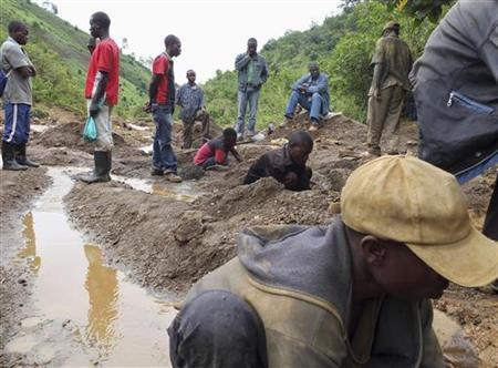 Miners work in the Kalimbi tin mine near the small town of Nyabibwe, October 31, 2012. REUTERS/Jonny Hogg