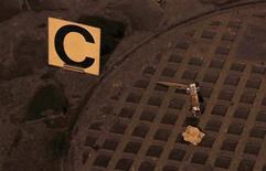 Faca é vista em uma rua após briga no centro de Roma. Um ataque brutal contra torcedores do clube de futebol inglês Tottenham Hotspur em Roma alimentou os temores na Itália com relação ao crescimento da violência da direita e antissemita. 22/11/2012 REUTERS/Yara Nardi