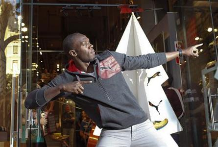 Jamaica's double Olympic champion sprinter Usain Bolt stikes a pose while inaugurating a Puma store in Barcelona November 23, 2012. REUTERS/Albert Gea