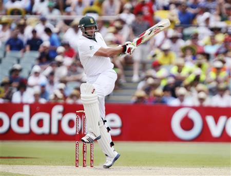 South Africa's Jacques Kallis hits a boundary off Australia's Peter Siddle during the third day of the second cricket test match at the Adelaide cricket ground November 24, 2012. REUTERS/Regi Varghese