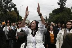 Municipal workers take part in a protest against austerity measures outside the Administrative Reform ministry in Athens November 23, 2012. REUTERS/Yorgos Karahalis