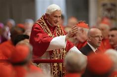 Pope Benedict XVI waves as he arrives to attend a consistory mass in St Peter's Basilica at the Vatican November 24, 2012. REUTERS/Tony Gentile
