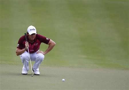 Rory McIlroy of Northern Ireland lines up his shot on the third green during the third round of the DP World Championship at Jumeirah Golf Estates in Dubai November 24, 2012. REUTERS/Jumana El Heloueh