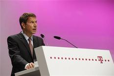 Rene Obermann, chief executive of Deutsche Telekom AG, addresses the company's general shareholders meeting in Cologne May 24, 2012. REUTERS/Wolfgang Rattay