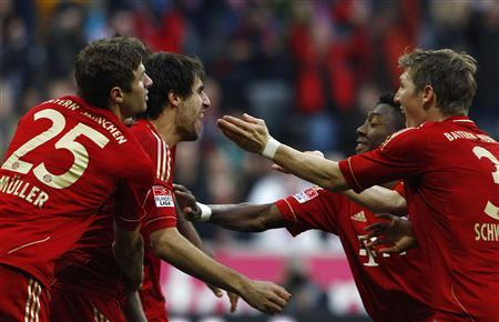 Bayern Munich's Thomas Mueller (L-R), Javi Martinez, David Alaba and Bastian Schweinsteiger celebrate a first goal during their German first division Bundesliga soccer match against Hanover 96 in Munich November 24, 2012. REUTERS/Michaela Rehle