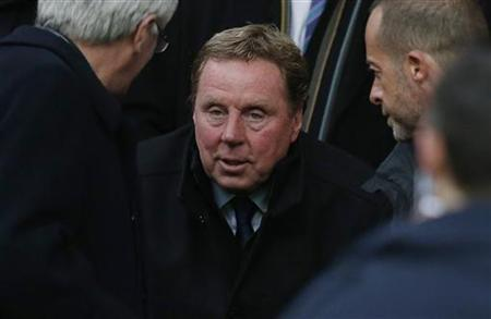 Queens Park Rangers' new manager Harry Redknapp (C) takes his seat in the stand before their English Premier League soccer match against Manchester United at Old Trafford in Manchester, northern England November 24, 2012. REUTERS/Phil Noble