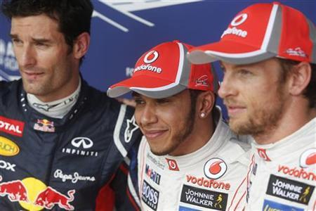 (L to R) Red Bull Formula One driver Mark Webber of Australia, McLaren drivers Lewis Hamilton and Jenson Button of Britain pose for photos after the qualifying session of the Brazilian F1 Grand Prix at Interlagos circuit in Sao Paulo November 24, 2012. REUTERS/Ricardo Moraes