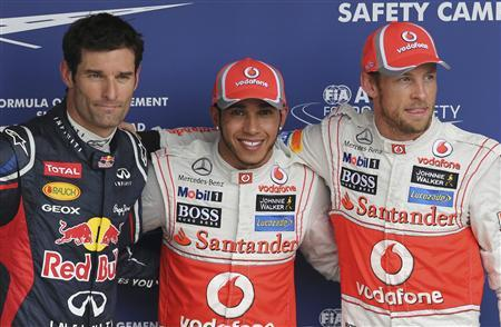 (L to R) Red Bull Formula One driver Mark Webber of Australia, McLaren drivers Lewis Hamilton and Jenson Button of Britain pose for photos after the qualifying session of the Brazilian F1 Grand Prix at Interlagos circuit in Sao Paulo November 24, 2012. Hamilton took pole position with Button qualifying second and Webber starting on third for Sunday's race. REUTERS/Paulo Whitaker