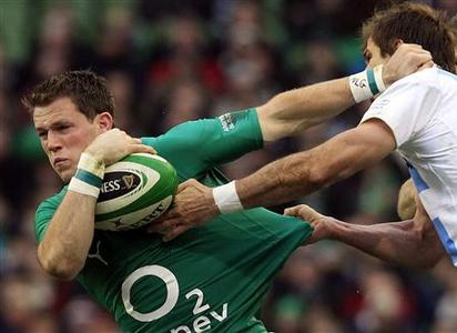 Ireland's Craig Gilroy (L) is challenged by Argentina's Gonzalo Camacho (R) in their international rugby union match at the Aviva Stadium in Dublin November 24, 2012. REUTERS/Cathal McNaughton