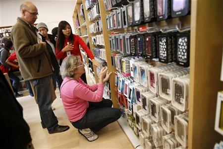 A holiday shopper shops for iPhone accessories at the Apple Store during Black Friday in San Francisco, California, November 23, 2012. REUTERS/Stephen Lam