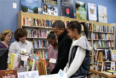 U.S. President Barack Obama and his daughters Sasha and Malia (R) visit One More Page Books store in Arlington, Virginia, November 24, 2012. REUTERS/Yuri Gripas