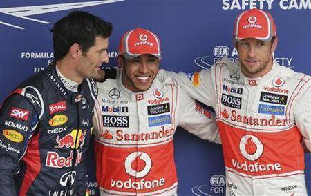 (L to R) Red Bull Formula One driver Mark Webber of Australia, McLaren drivers Lewis Hamilton and Jenson Button of Britain pose for photos after the qualifying session of the Brazilian F1 Grand Prix at Interlagos circuit in Sao Paulo November 24, 2012. REUTERS/Paulo Whitaker