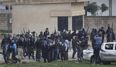 Members of the Free Syrian Army gather as gunfire is heard between them and the armed Kurds of The Kurdish Democratic Union Party (PYD) in the northern Syrian town of Ras al-Ain, November 25, 2012. REUTERS/Amr Abdallah Dalsh