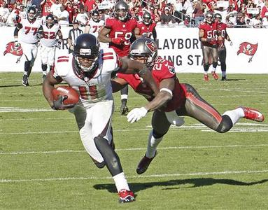 Atlanta Falcons wide receiver Julio Jones (11) races away from Tampa Bay Buccaneers cornerback Leonard Johnson (29) to score on an 80 yard pass from Matt Ryan during their NFL football game in Tampa, Florida, November 25, 2012. REUTERS/Pierre DuCharme