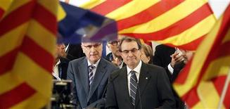 Convergencia i Unio (CIU) party candidate for Catalunya's regional government Artur Mas (R) stands next to Unio Democratica de Catalunya (UDC) party leader Antoni Duran i Lleida during a news conference in Barcelona November 25, 2012. Four separatist parties in Spain's Catalonia looked set to win a majority in regional elections on Sunday, partial results showed, but the main one was on course to lose some seats, possibly undermining its bid to call an independence referendum. The CIU is an alliance of the Convergencia Democratica de Catalunya (CDC) and the UDC. REUTERS/Albert Gea