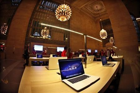 Apple laptops are seen on display inside the newest Apple Store in New York City's Grand Central Station December 7, 2011. REUTERS/Mike Segar/Files