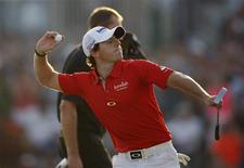 Rory McIlroy of Northern Ireland celebrates at the 18th green after the fourth and final round of the DP World Tour Championship at Jumeirah Golf Estates in Dubai November 25, 2012. REUTERS/Nikhil Monteiro