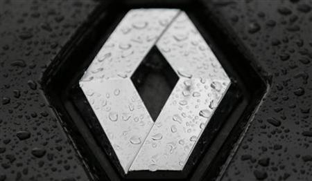 Rain drops are seen on the logo of Renault car parked in front of French car manufacturer dealership in Paris, November 2, 2012. Automobile sales for the Renault group were down 26.4% during October in figures released today. REUTERS/Christian Hartmann (FRANCE - Tags: BUSINESS TRANSPORT)