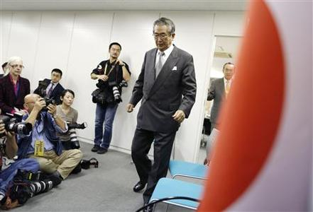 Japan Restoration Party (JRP) leader Shintaro Ishihara (C) arrives at a group interview in Tokyo November 26, 2012. Japan's opposition Liberal Democratic Party (LDP) is holding its lead ahead of December 16 election, opinion polls showed on Monday, with the hawkish JRP led by a nationalist former Tokyo governor coming second. Ishihara, the outspoken former Tokyo governor who sparked a territorial row with China with plans to buy a group of disputed islands, was seen as a more suitable government leader than Prime Minister Yoshihiko Noda, according to Yomiuri daily's survey. REUTERS/Issei Kato