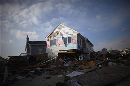 A home damaged by Hurricane Sandy is seen in Ortley Beach, New Jersey November 25, 2012. REUTERS/Eric Thayer (UNITED STATES - Tags: SOCIETY DISASTER)