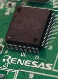 Japanese chipmaker Renesas Electronics Corp's microcontroller is pictured at the company's headquarters in Tokyo October 23, 2012. Japan's Renesas Electronics Corp , the world's fifth largest chipmaker, posted a smaller-than-expected operating loss for the July-September quarter on Monday, down 44 percent from a year ago. Picture taken October 23, 2012. REUTERS/Yuriko Nakao (JAPAN - Tags: BUSINESS SCIENCE TECHNOLOGY)