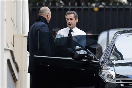 Former French President Nicolas Sarkozy (2nd L) enters his car as he leaves his house in Paris November 26, 2012. A co-founder of France's opposition conservative party begged Sarkozy on Monday to step in and save it from implosion, after he failed to settle a vicious row over who won last weekend's leadership contest. Sarkozy - widely seen as mulling a comeback for the 2017 presidential election despite vowing to quit politics when he lost power in May - was to meet Francois Fillon, his former prime minister, for lunch on Monday to discuss the crisis. REUTERS/Benoit Tessier