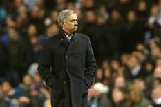 La injustamente tratada Copa del Rey adquiere un significado añadido para el Real Madrid de José Mourinho después de un fin de semana en el que el actual campeón de Liga ha quedado a once puntos del Barcelona, actual líder de la competición. En la imagen, Mourinho durante el partido contra el Manchester City en el estadio Etihad de Manchester el 21 de noviembre de 2012. REUTERS/Phil Noble