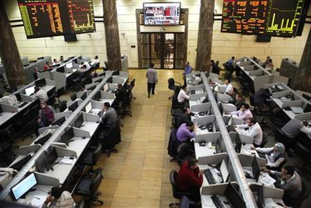 An interior view of the Egyptian stock market is seen in Cairo, November 25, 2012. Egyptian share prices plunge, with the benchmark index losing nearly 10 percent in the first trading session since President Mohamed Mursi ignited a political crisis by expanding his powers. REUTERS/Asmaa Waguih (EGYPT - Tags: BUSINESS POLITICS)