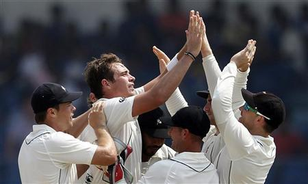 New Zealand's Tim Southee (2nd L) celebrates with teammates after taking the wicket of Sri Lanka's Thilan Samaraweera during the second day of their first test cricket match in Galle November 18, 2012. REUTERS/Dinuka Liyanawatte
