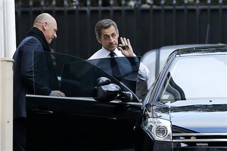 Former French President Nicolas Sarkozy (2nd L) enters his car as he leaves his house in Paris November 26, 2012. REUTERS/Benoit Tessier