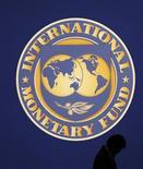 Il simbolo del Fondo monetario internazionale. REUTERS/Kim Kyung-Hoon