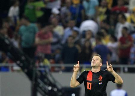 Rafael Van der Vaart of the Netherlands celebrates after scoring against Romania during their 2014 World Cup qualifying soccer match at the National Arena in Bucharest, October 16, 2012. REUTERS/Radu Sigheti
