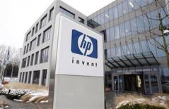 A logo of HP is seen outside Hewlett-Packard Belgian headquarters in Diegem, near Brussels, January 12, 2010. The management of HP announced 324 jobs cut at its Belgian office because of poor sales resulting from the global financial crisis according to local media. REUTERS/Thierry Roge