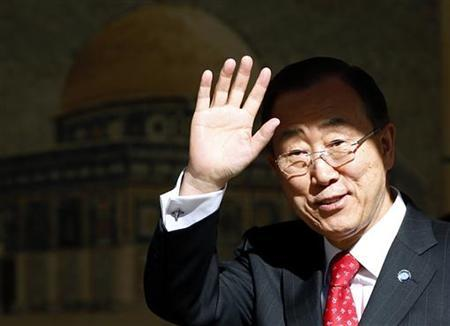 U.N. Secretary-General Ban Ki-moon waves before meeting Palestinian President Mahmoud Abbas (not pictured) in the West Bank city of Ramallah November 21, 2012. REUTERS/Marko Djurica