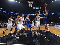 New York Knicks forward Kurt Thomas (R) shoots over Brooklyn Nets forward Kris Humphries (2nd R) in the second quarter of their NBA basketball game in New York, November 26, 2012. REUTERS/Ray Stubblebine