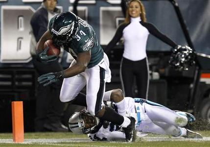 Philadelphia Eagles running back Bryce Brown (34) scores a touchdown as the Carolina Panthers cornerback Josh Norman (24) tries to make the tackle during the second quarter of their NFL football game in Philadelphia, Pennsylvania November 26, 2012. REUTERS/Tim Shaffer