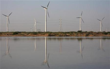 A view of power generating wind turbines at Suzlon wind farm in Surajbari village, about 275 km (171 miles) west of Ahmedabad December 14, 2009. REUTERS/Amit Dave/Files