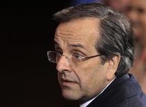Primeiro-ministro grego Antonis Samaras exalta acordo aprovado nesta segunda-feira sobre dívida do país. 23/11/2012 REUTERS/Yves Herman